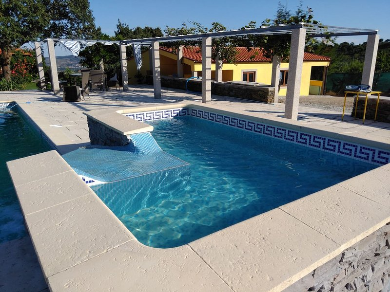 Spacious villa with swimming-pool, holiday rental in Macedo de Cavaleiros