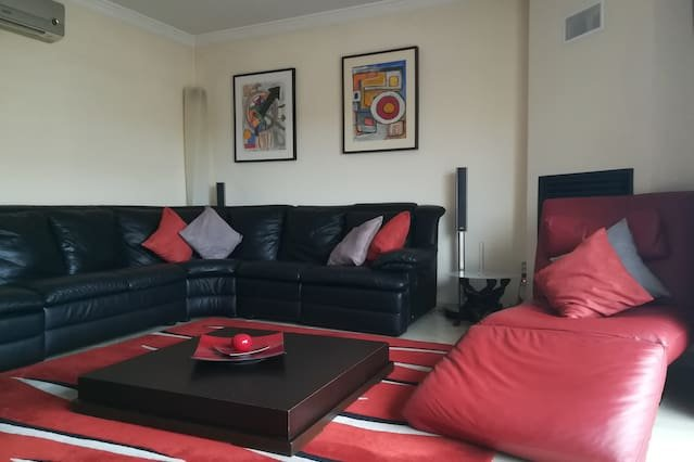 Spacious apartment in Olhão & Wifi, holiday rental in Pechao