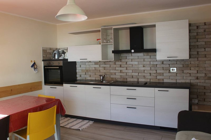 Amazing apt in Livigno & Wifi, vacation rental in Teola
