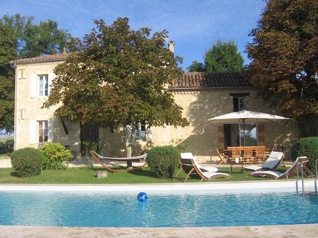 Amazing villa with swimming-pool, location de vacances à Cézan