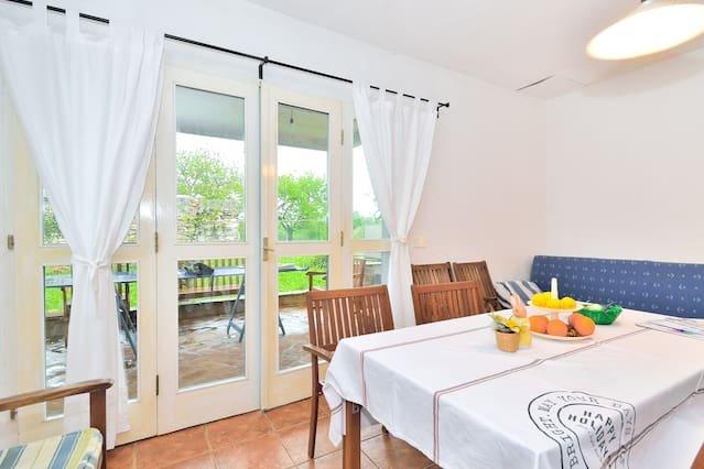 Beautiful apartment in Zambratija, location de vacances à Basanija