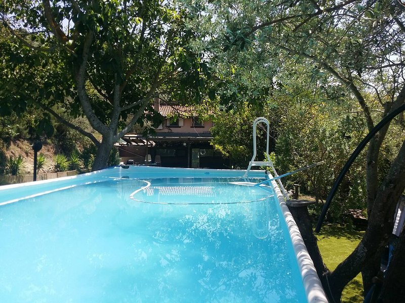 Spacious house with swimming-pool, vacation rental in Codrongianos