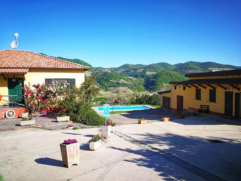 Amazing villa with swimming-pool, location de vacances à Olmo Gentile