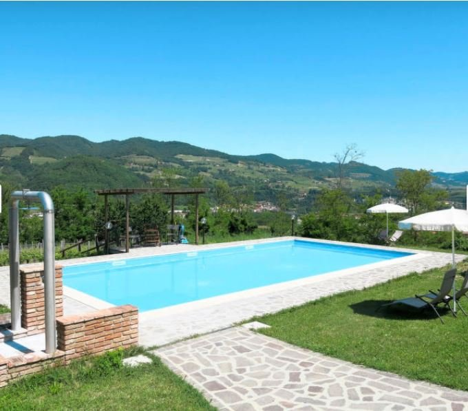 Amazing house with shared pool, location de vacances à Olmo Gentile