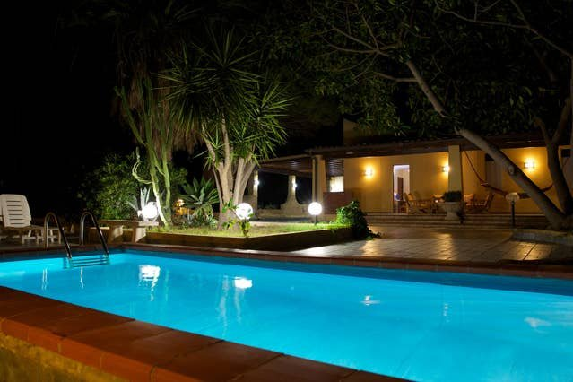 Spacious villa with swimming-pool, vacation rental in Cartabubbo