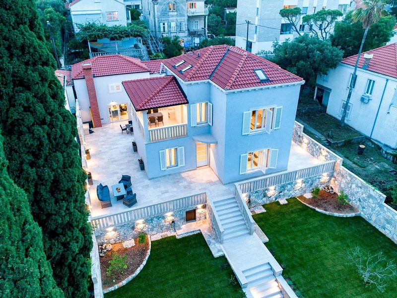 Amazing villa with swimming-pool, vacation rental in Dubrovnik