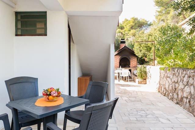 Beautiful studio in Zavala & Wifi, vacation rental in Zavala