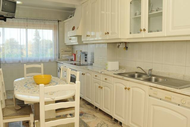 Spacious apartment with balcony, alquiler vacacional en Revelhe