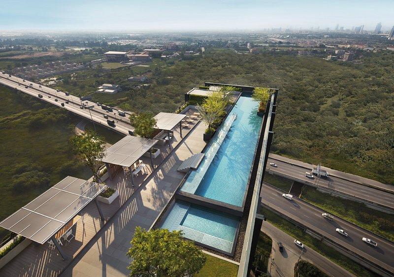 Panoramic view sky pool & Fitness Gym at Roof Top,FL26.Birdeye view to MEGA BangNa&IKEA BangNa store