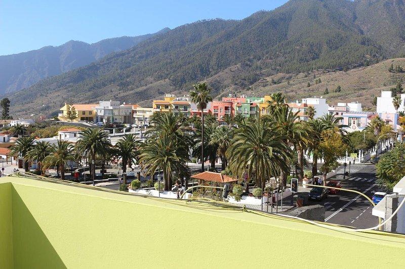Beautiful apartment with balcony, casa vacanza a El Paso
