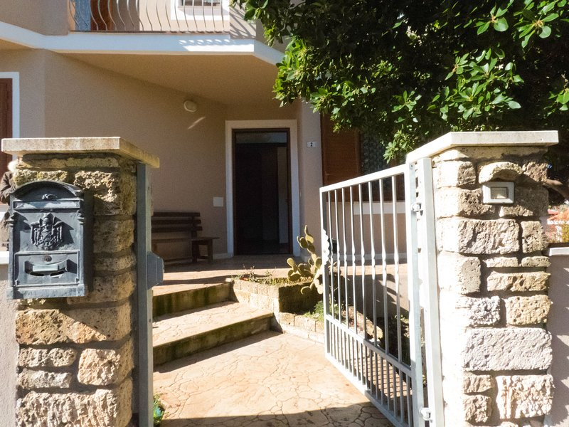 Spacious apartment with terrace, holiday rental in Sennariolo