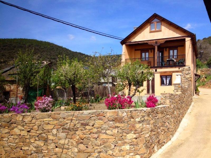 Spacious house in Tedejo & Wifi, vacation rental in San Justo de Cabanillas