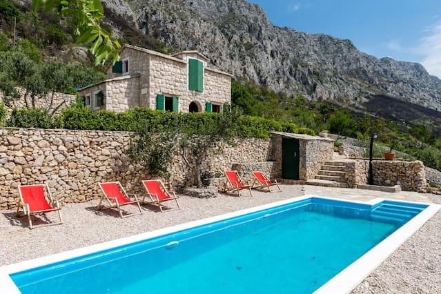 Beautiful villa with swimming-pool, location de vacances à Lokva Rogoznica