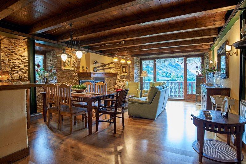 PRECIOSA CASA EN VILAC A 10 KM BAQUEIRA,150 M2,6-B, vacation rental in Province of Lleida