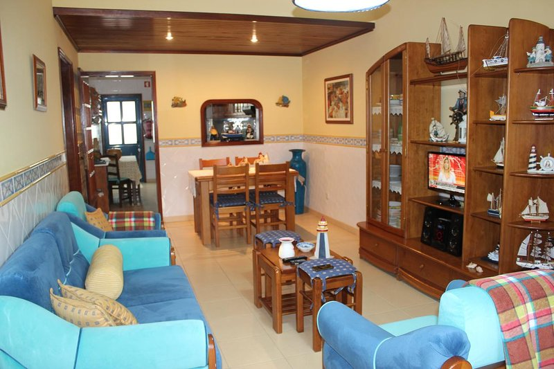 Beautiful apt with balcony & Wifi, vacation rental in Gafanha da Nazare