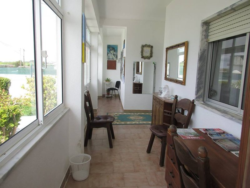 Spacious house with garden & Wifi, location de vacances à Vila Franca de Xira
