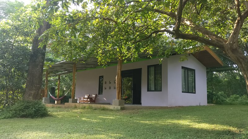 Casa El Coco for Nature Lovers and Surfers - Walking Distance to the Beach – semesterbostad i Playa Azul