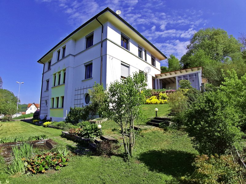Ferienwohnung Albstadt Panorama in 30iger Jahre Villa mit Panoramablick, 168m², casa vacanza a Albstadt