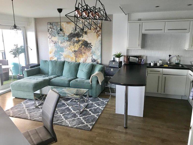 Waterfront Apartment near Braehead, holiday rental in Bearsden