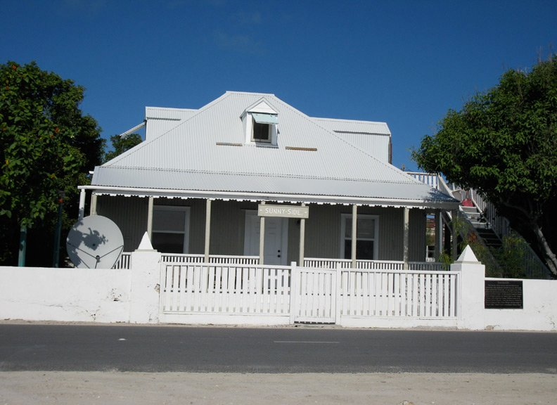 Gorgeous Oceanfront With Beautiful Sunsets - Historical Sunnyside House – semesterbostad i Grand Turk