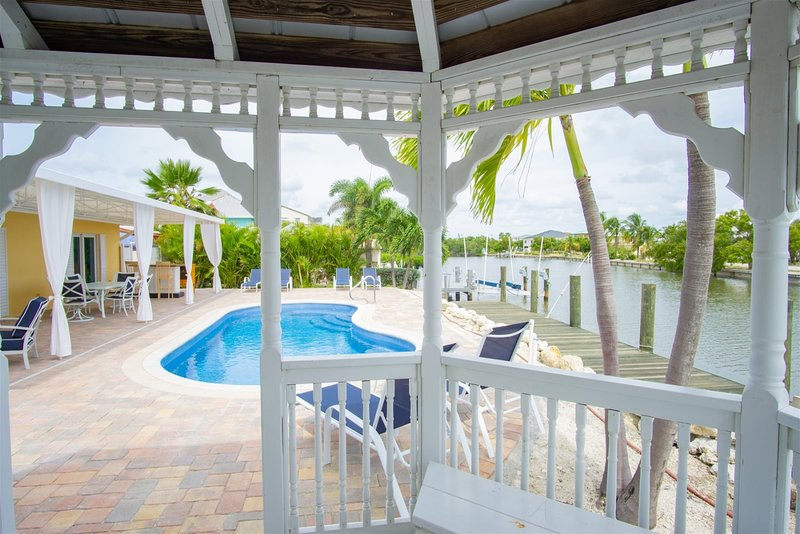 Ocean Breezes 3bed/3bath wth private pool and dockage, vacation rental in Marathon Shores