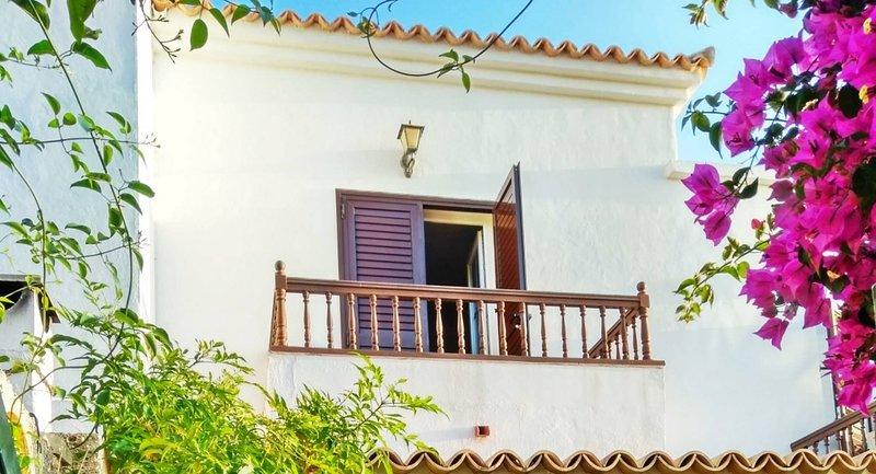 Casa Sarita - Gepfegtes Haus mit Pool, holiday rental in Chayofa
