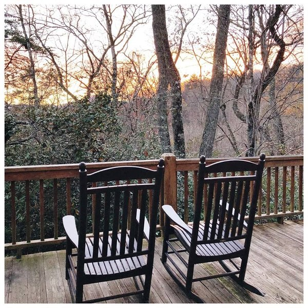 Rocky Ridge at Deep Creek - Delightful Log Cabin with Hot Tub and Wi-Fi - Minute, location de vacances à Parc national des Great Smoky Mountains
