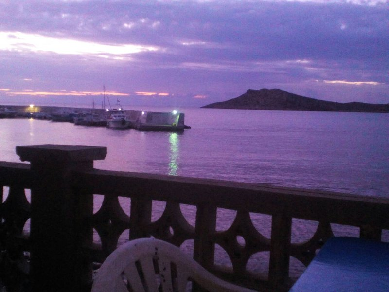 Waterfront Entire Beach House below Climbing Sectors, vacation rental in Pothia