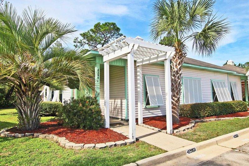 Orange Beach Villas Beach Retreat-Fall is Better at the Beach! Let Feet Touch, location de vacances à Orange Beach