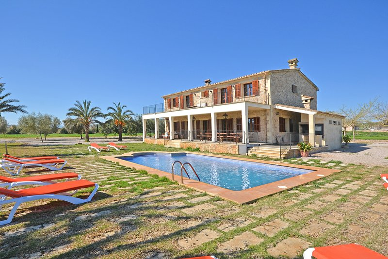 FUSTERA - BEAUTIFUL COUNTRY HOUSE WITH PRIVATE POOL, vacation rental in Lloret de Vistalegre