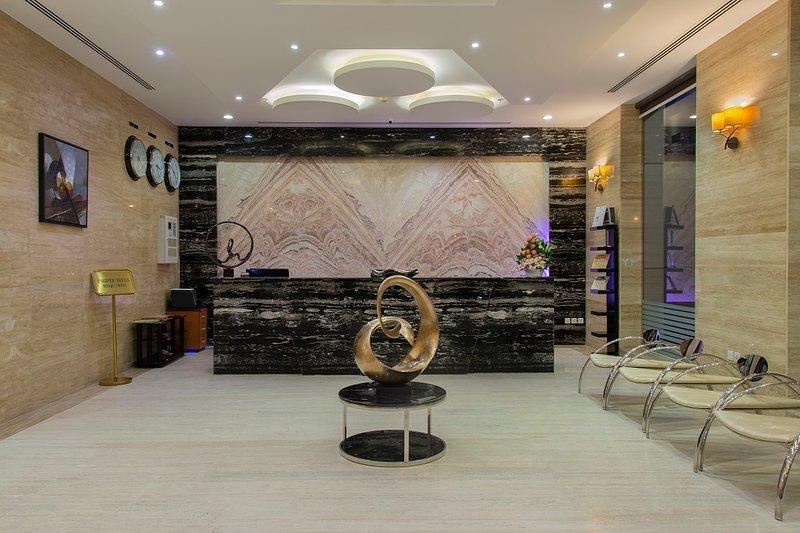 EXPANSIVE 1 BR WITH BREAKFAST, AT AL ARZ ST., OLAYA, alquiler de vacaciones en Riyadh Province