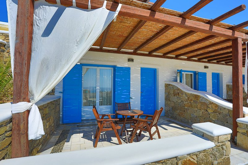 Maganos Suite Ena: Lovely views, for 2 persons, enjoys a shared pool, close to, vacation rental in Paraga