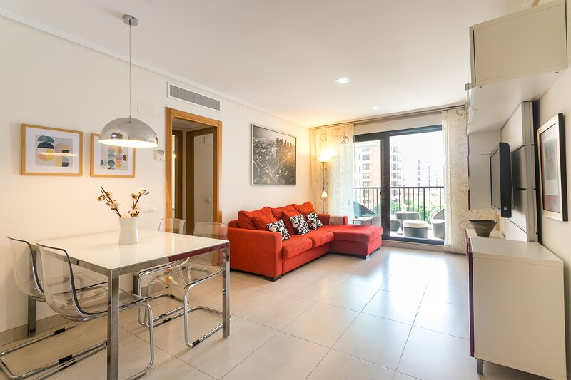 Salón-comedor con acceso terraza. TV-HD. Salón con acceso directo a la terraza. HD-TV