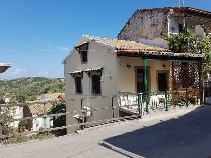 Apartment in historical village, holiday rental in Agios Matthaios