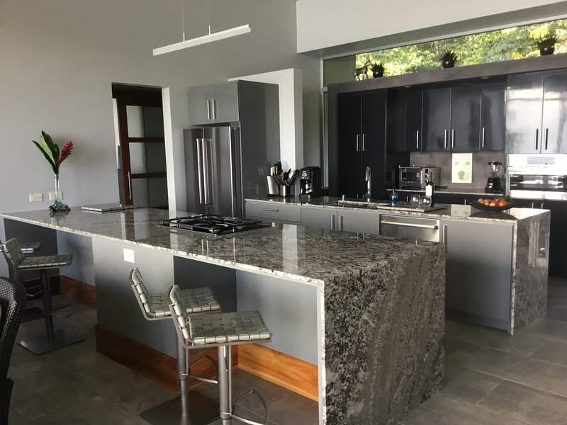 New Modern Villa with jaw dropping views of the OSA, vacation rental in Dominical
