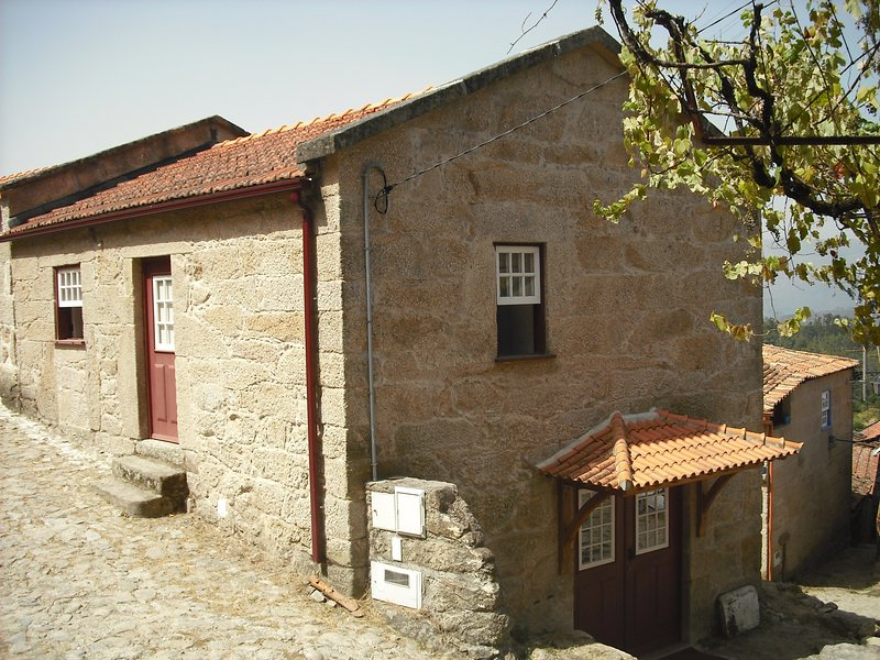 Nice house in Lindoso, holiday rental in Muinos
