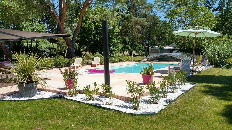 Les Mazelles. Gite Les Pins, vacation rental in Gaillac