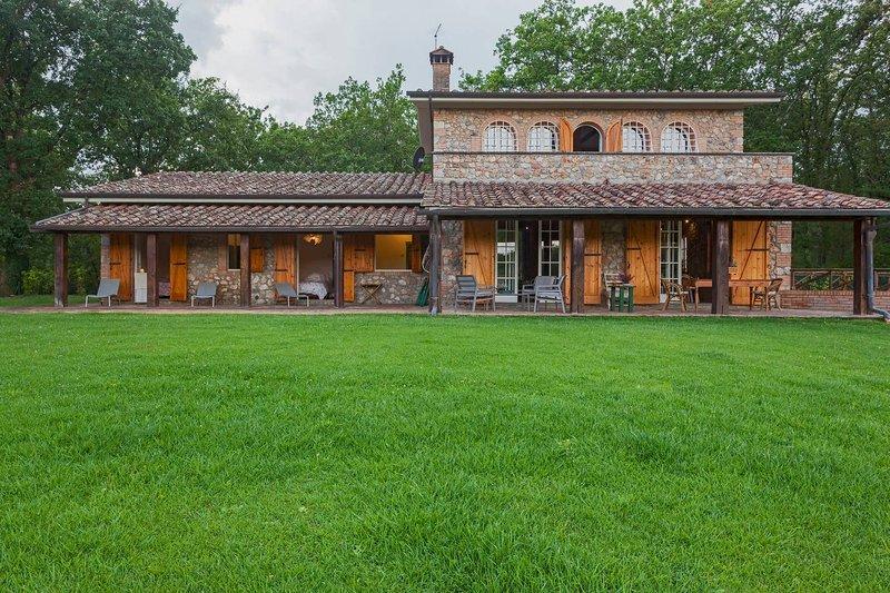Amazing villa with swimming-pool, Ferienwohnung in Sovicille