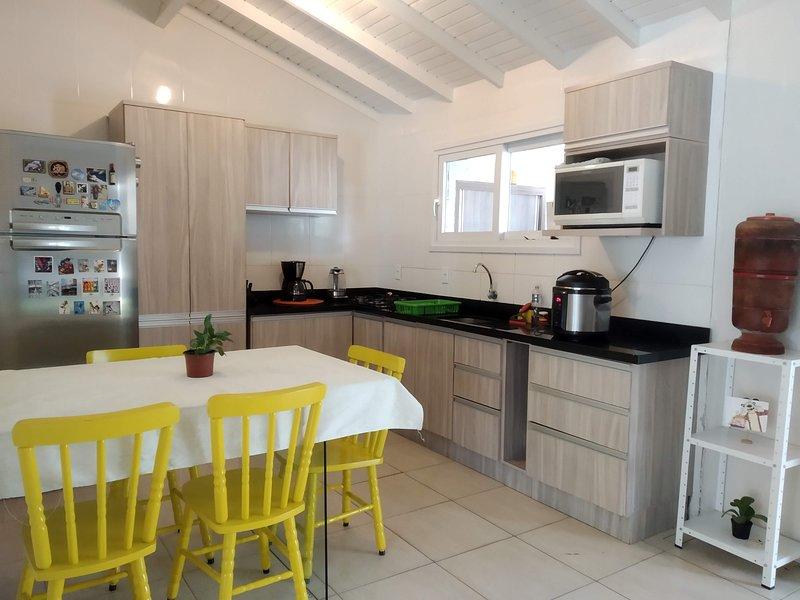 Casa Completa - 8 min da Praia, vacation rental in Palhoca