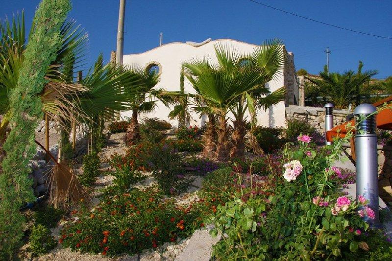Big villa with swimming-pool & Wifi, holiday rental in Villalba