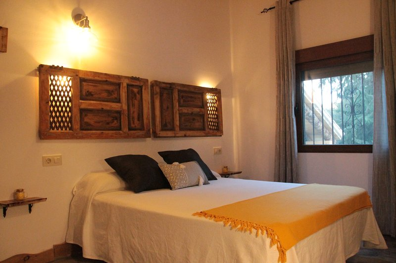 Amazing apt with pool access & Wifi, vacation rental in Beas de Segura
