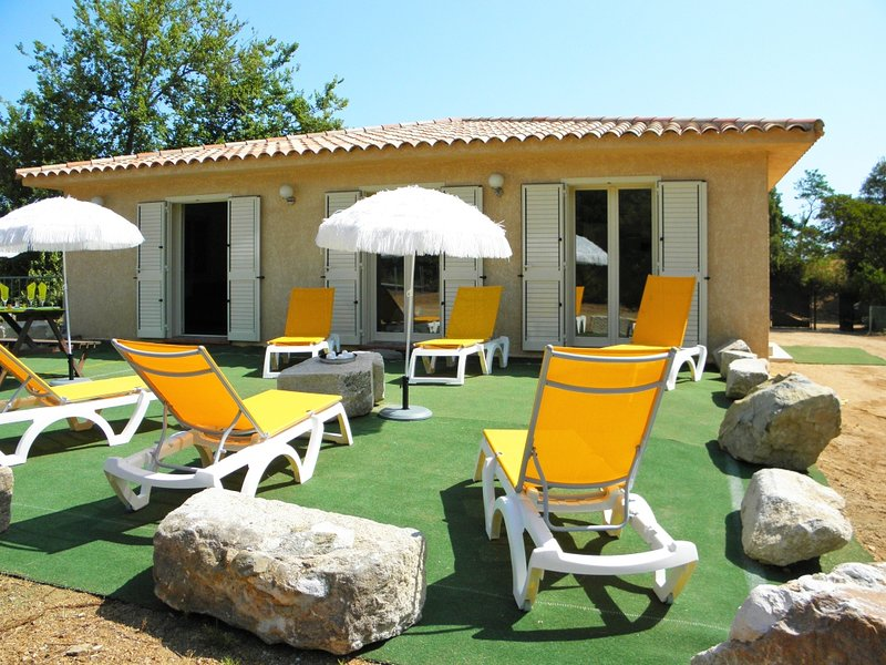 Spacious villa with sea view & Wifi, vacation rental in Favone