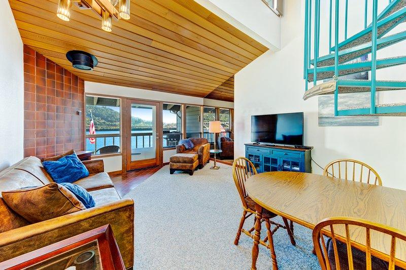 Dog-friendly, riverfront condo w/ a full kitchen & stunning views, aluguéis de temporada em Wedderburn
