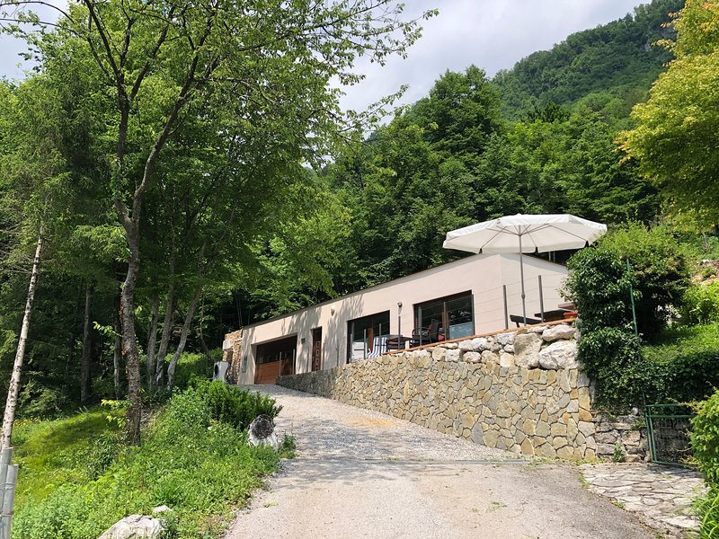 NATURE VIEW HOUSE, holiday rental in Tolmin