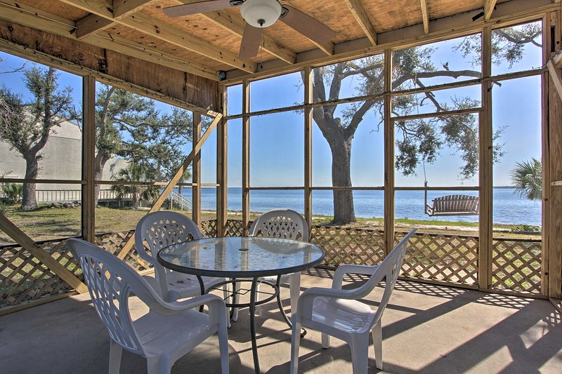 NEW! Live Like a Local - Bayfront Panama City Home, holiday rental in Highland City