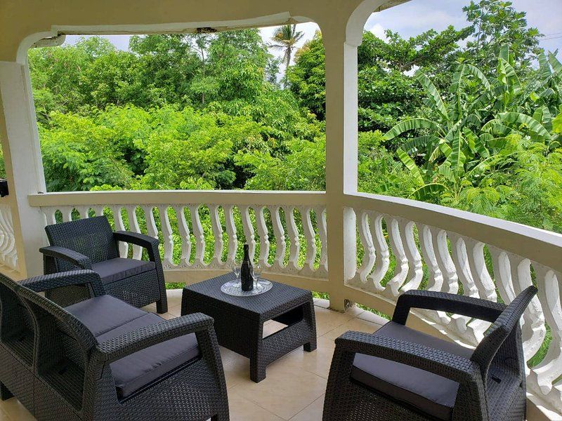 Comfort Suites - Three Bedroom Apartment, vacation rental in Choiseul