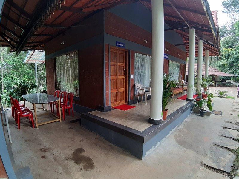 RAI SUITE COTTAGE, aluguéis de temporada em Suntikoppa