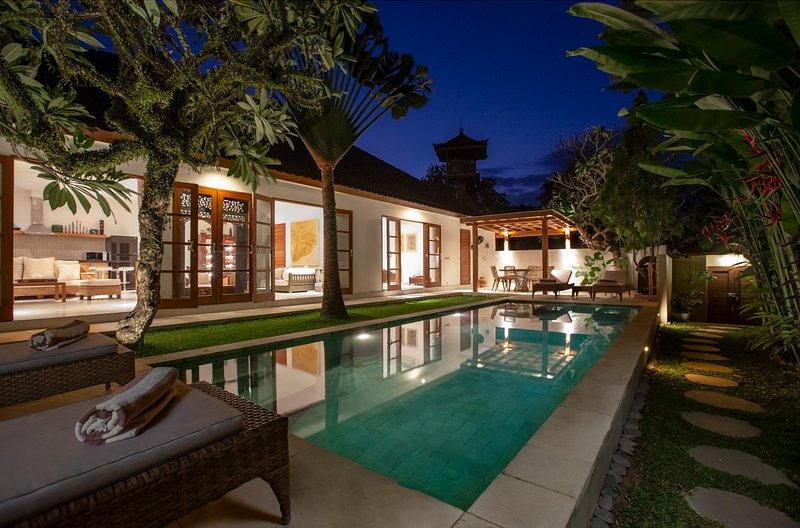 Villa Puri Pura (4 bed, chef, butler, housekeeper), location de vacances à Canggu