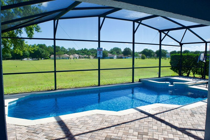 ♥EEV♥ Delightful Sunny Pool Deck with Private Pool & Spa - No Rear Neighbours, holiday rental in Bay Lake