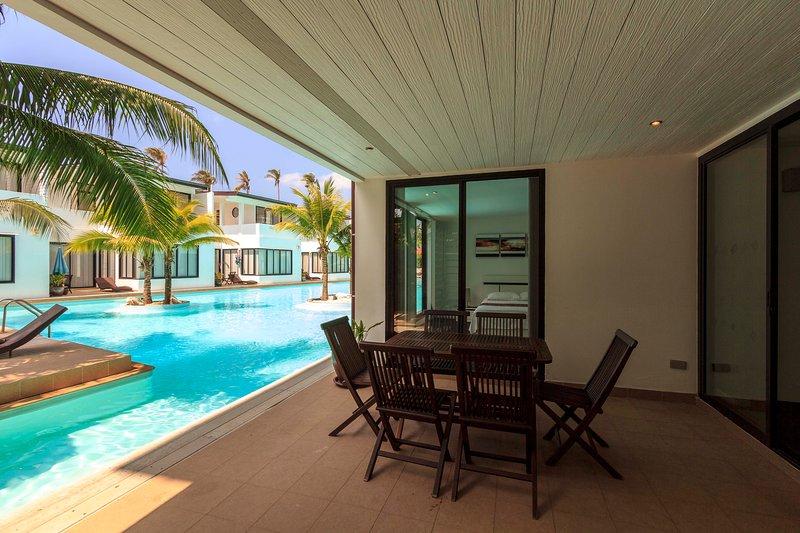 Terrazza privata con accesso diretto alla piscina di 600 ++ mq.